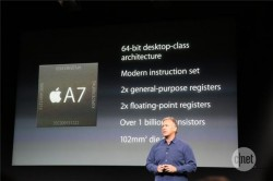 Apples Marketingchef Phil Schiller stellt den Apple A7 vor (Bild: News.com).