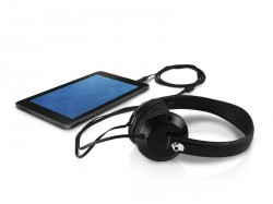 Dell Venue 7 (Talbott) 7-inch Android tablet computer with Skullcandy Uprock Headphones.