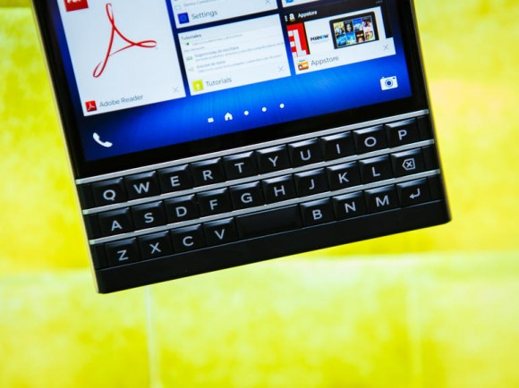 blackberry-passport-4945-005