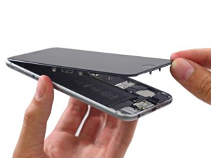 iPhone 6 zerlegt: 2,915-mAh-Akku beim iPhone 6 Plus