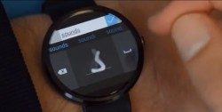 Buchstabe für Buchstabe kann der Nutzer auf der von Microsoft Research entwickelten Android-Wear-Tastatur eingeben (Screenshot: ITespresso via Youtube)