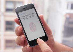 iPhone mit Touch ID (Bild: CNET)