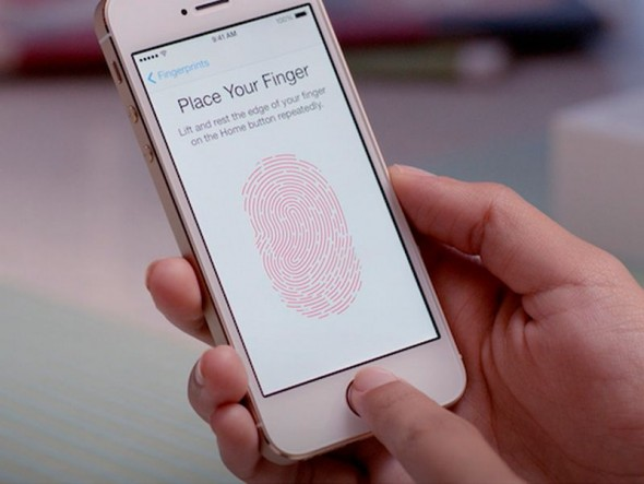 iPhone mit TouchID (Bild: Apple)