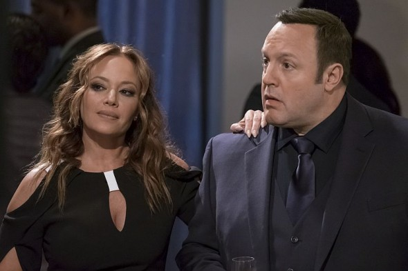 "Leah Remini udn Kevin James in ""Kevin Can Wait"""