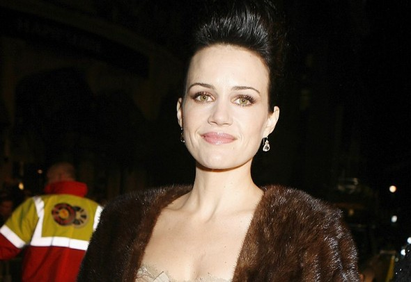 "Hat eine der Hauptrollen in Netflix' Adaption von ""The Haunting of Hill House"" übernommen: Carla Gugino"