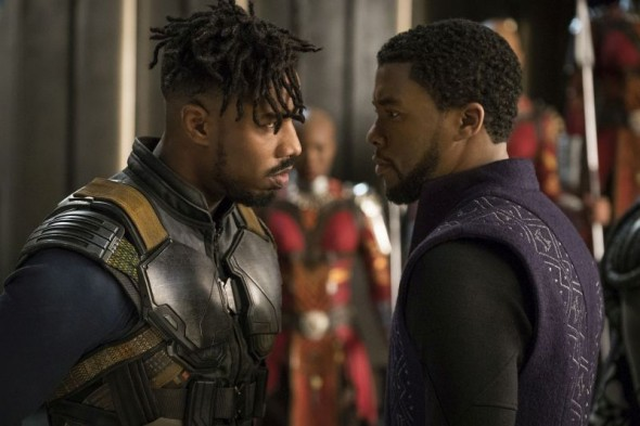 "Michael B. Jordan (links) und Chadwick Boseman in ""Black Panther"""